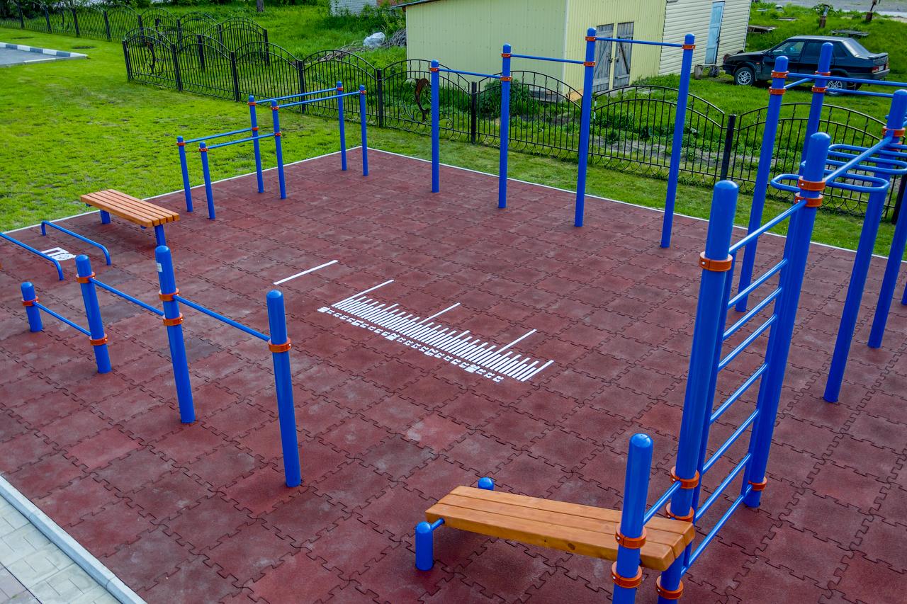 Как построить спортивную площадку своими руками для дачи и